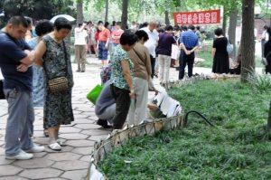 China Chengdu huwelijksmarkt in peoples park Mango Travel