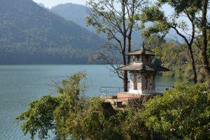 Nepal Pokhara tempeltje Fewa meer